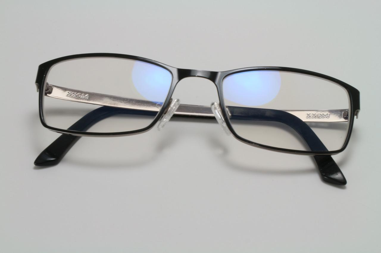Volledig omrand metalen montuur met nieuwe enkelvoudige glazen